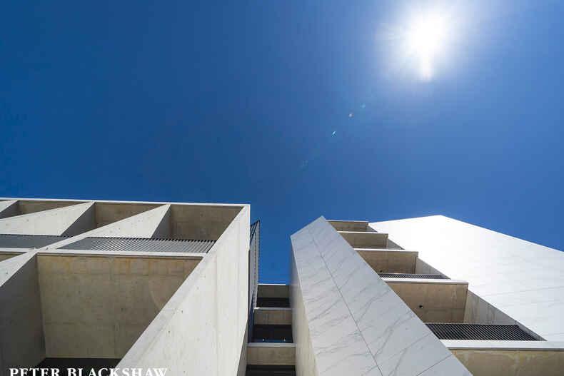 8/22 Canberra Avenue Forrest