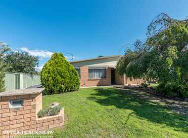 1/13 Mollee Crescent Isabella Plains
