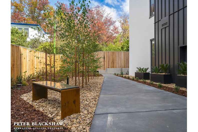 4/22 Canberra Avenue Forrest