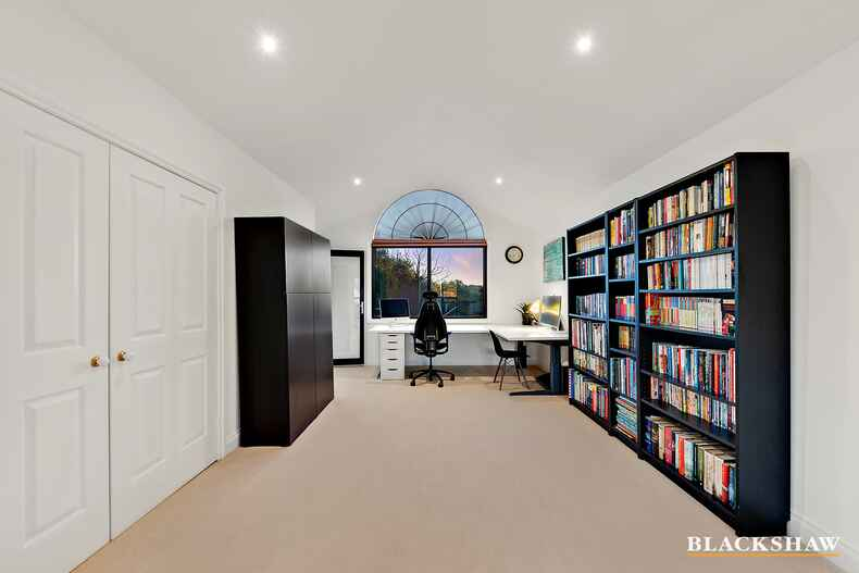 10 Broome Crescent Yarralumla