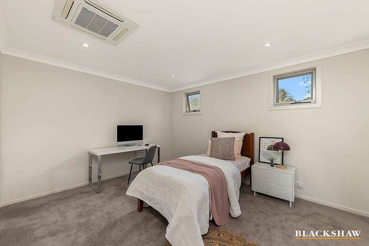 32 Feakes Place Campbell